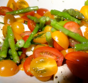 Caprese Salad With Asparagus